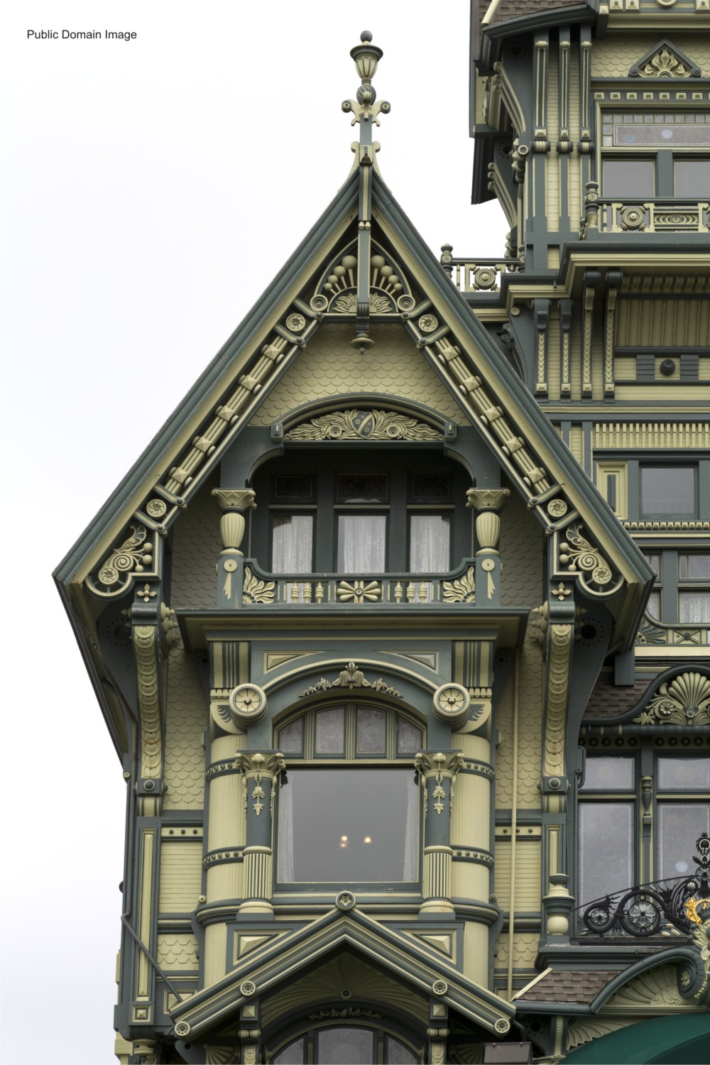 Edifice Gingerbread 6